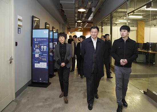 区人大常委会主任唐海东赴广富林街道调研
